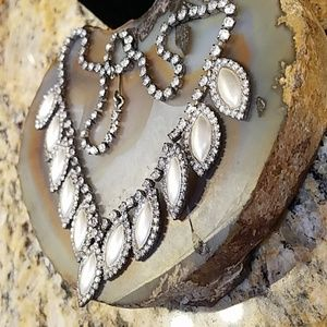 Vintage Jewelry - Matte silver leaf shaped rhinestone necklace GUC
